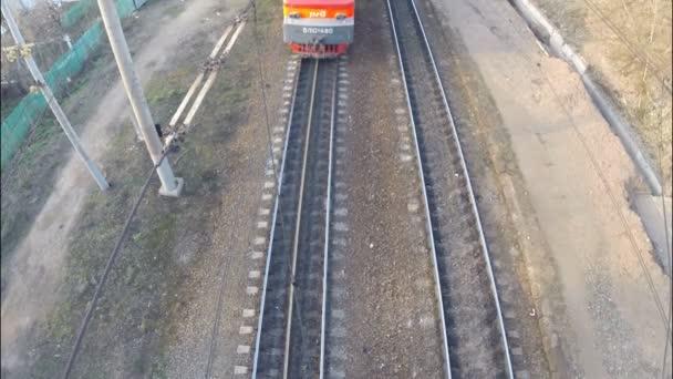 Ufa - 17. května: Železnice, nákladní vlak. Tanky, pohled shora. 17. května 2015 Ufa, Rusko