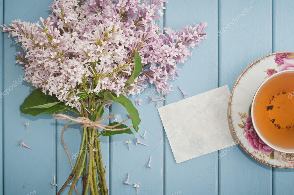 carte vierge, anglais de thé noir et fleurs lilas — Photographie alien1855 © #76413741