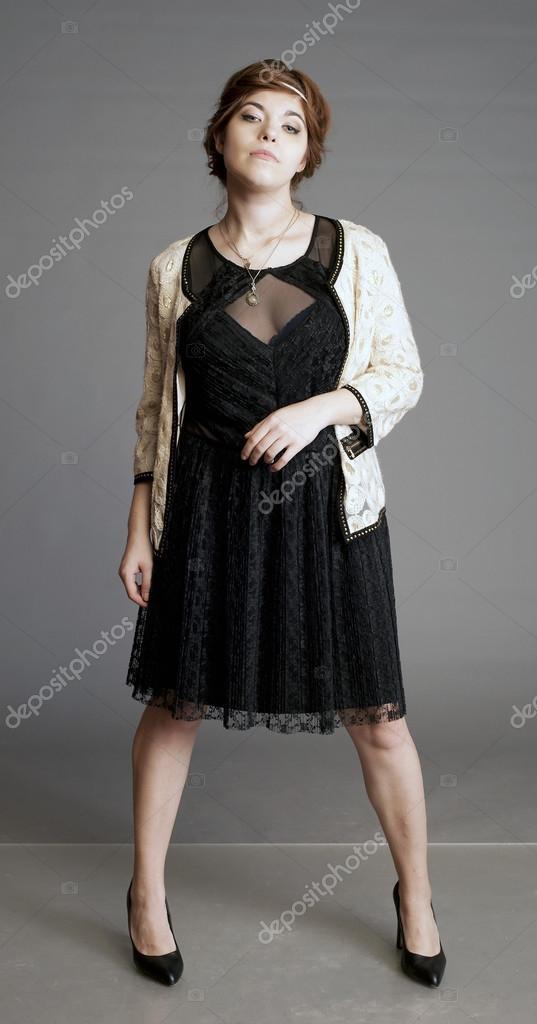kleine schwarze kleid schwarzes kleid m dchen in schwarz frau in schwarz stockfoto gala. Black Bedroom Furniture Sets. Home Design Ideas