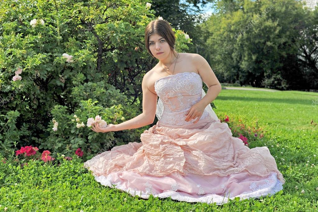 Garten, Rosa Mädchen in einem Garten, Sommer, Mädchen mit einem rosa ...