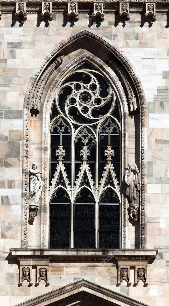 Finestra Gotica Della Facciata Del Duomo Di Milano Foto Stock