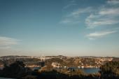 híd a Boszporusz-szoroson és festői városkép