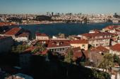 antik és modern házak, valamint a Boszporusz-szoros légi kilátása