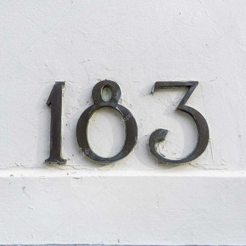 Bronze house number one hundred and eighty three — Photo by papparaffie