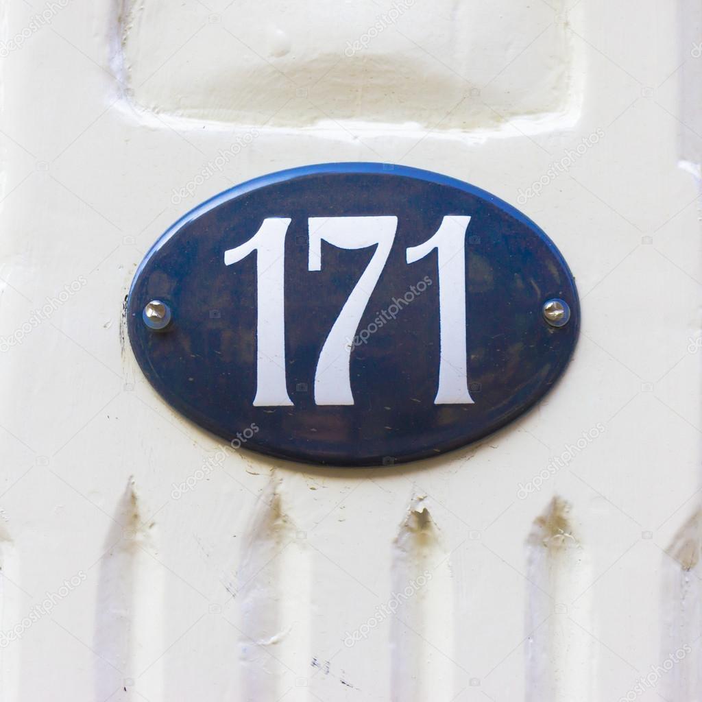 Дом номер 171– Стоковое изображение
