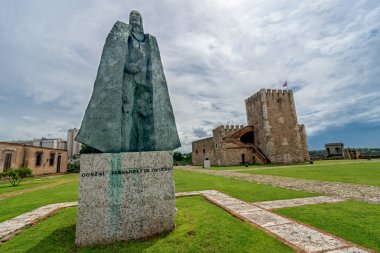 Statue of Gonzalo Fernandez de Oviedo in front of fortress in old part of Santo Domingo, Dominican Republic