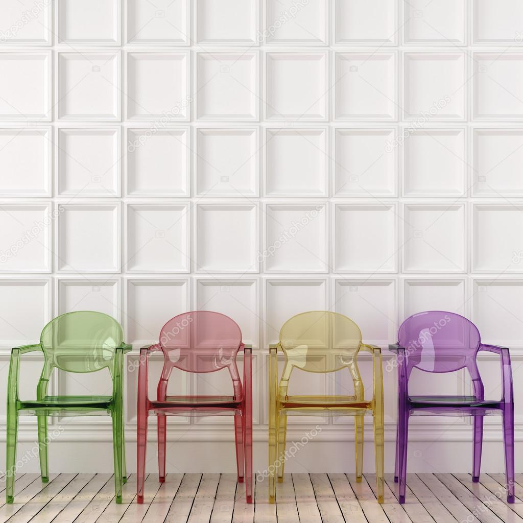 Le sedie trasparenti colorate e parete bianca — Foto Stock © JZhuk ...
