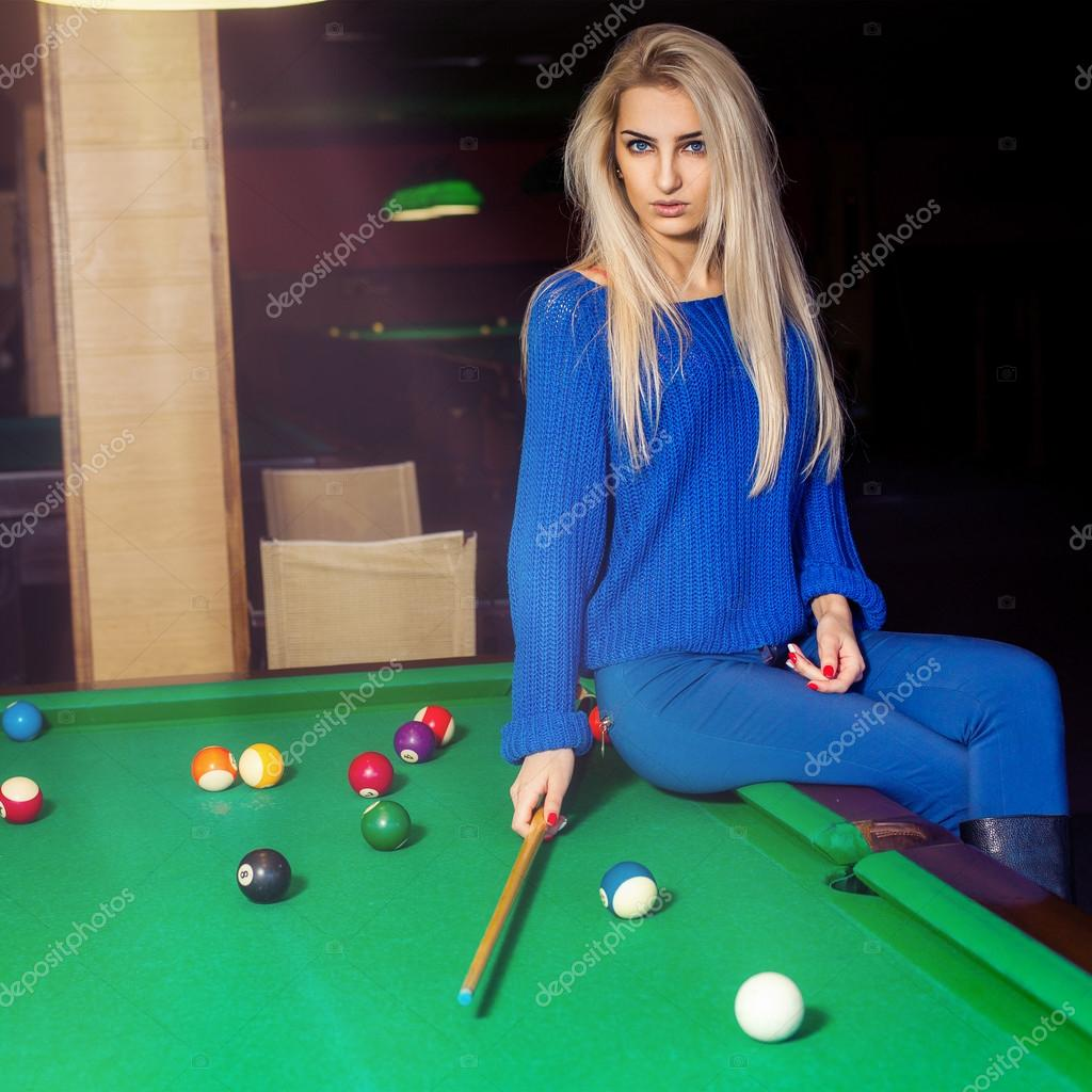girls-and-pool-tables