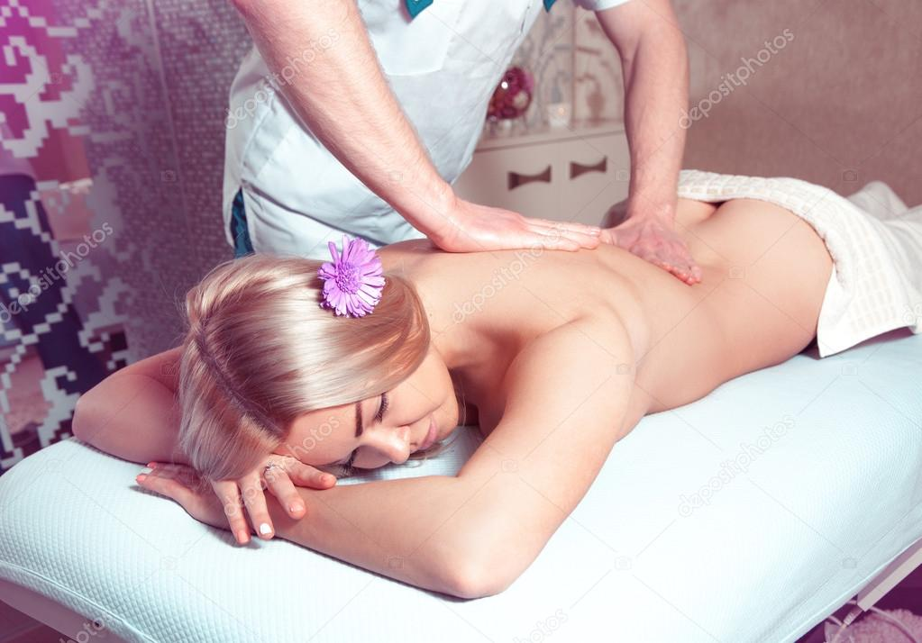 дружок смотреть порнуху делал массаж и воткнул в телку это красиво чувственно