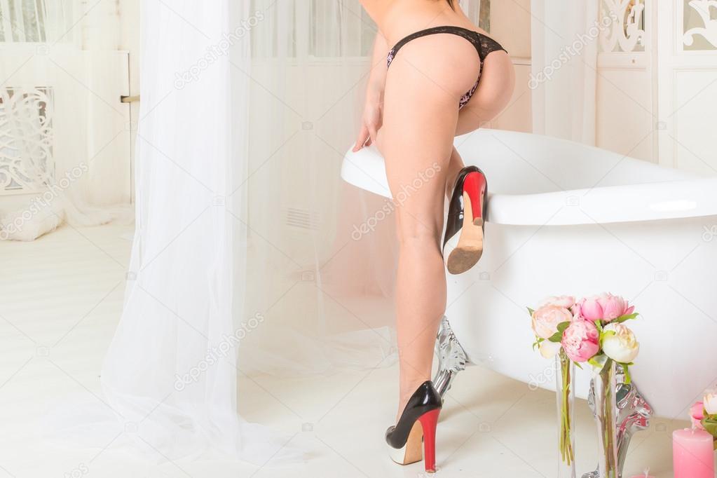 seksualnaya-zadnitsa-na-kablukah-chastnaya-erotika-foto-onlayn