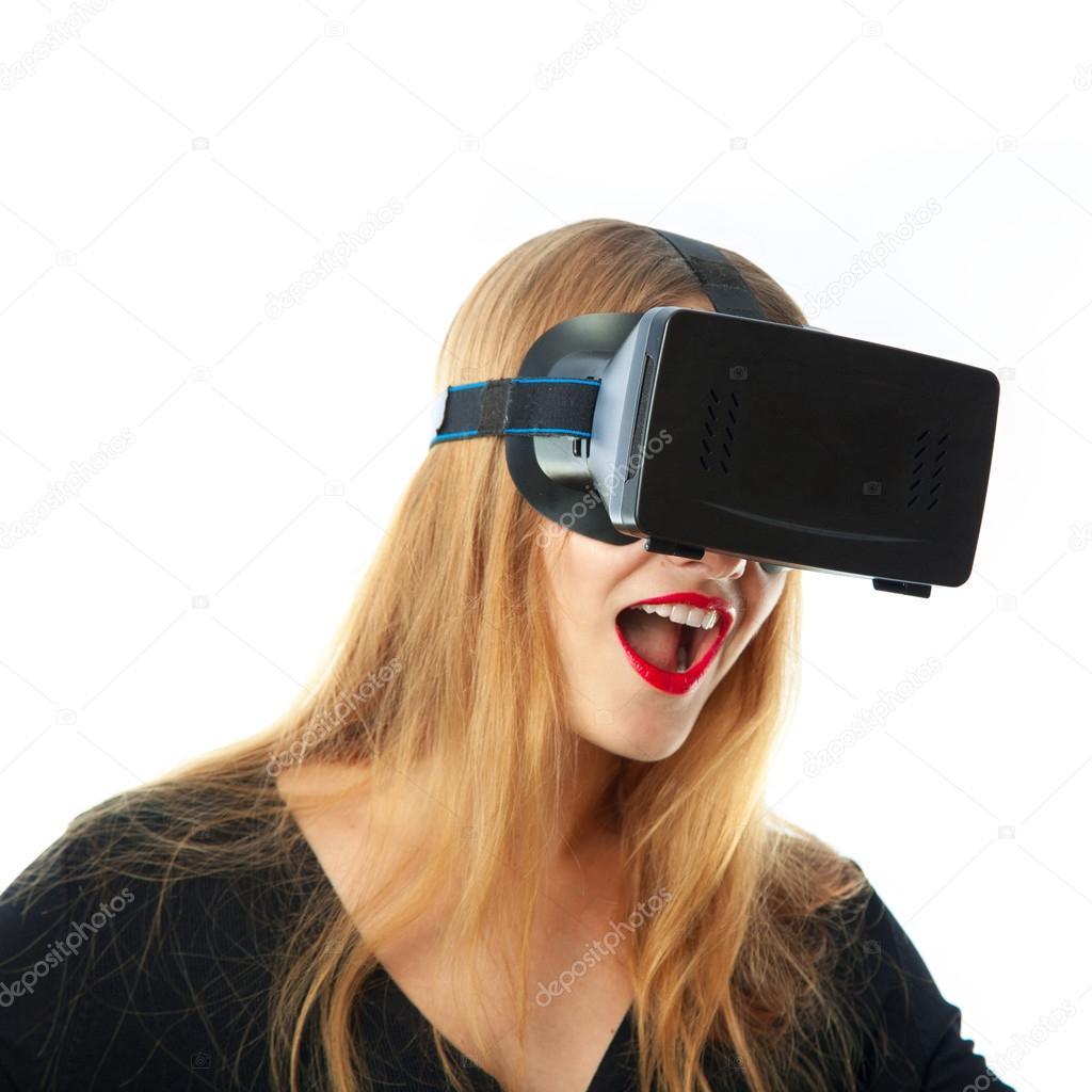 Девушки в очках виртуальной реальности покупка glasses в одинцово