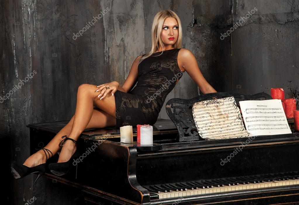 Прозрачной соблазнил красотку забавой на пианино онлайн
