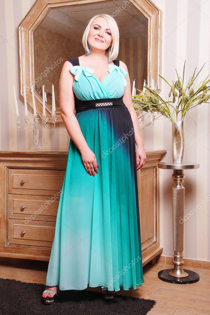 50-70% di sconto eccezionale gamma di stili e colori volume grande Taglie forti donna in vestito elegante — Foto Stock ...