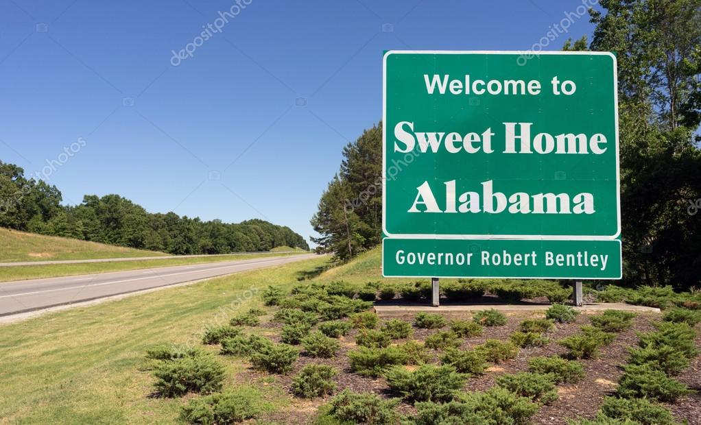 eingabe von sweet home alabama highway willkommen schild stockfoto cboswell 116994828. Black Bedroom Furniture Sets. Home Design Ideas