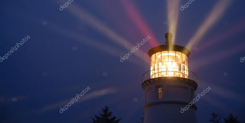 https://st2.depositphotos.com/1751039/6700/i/950/depositphotos_67008197-stockafbeelding-vuurtoren-balken-verlichting-in-regen.jpg