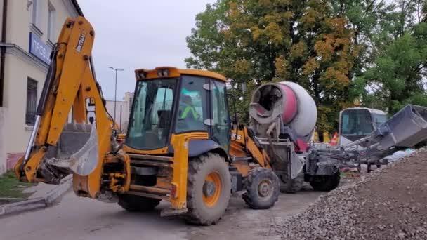 Renovace silnic. Pracovní stroje