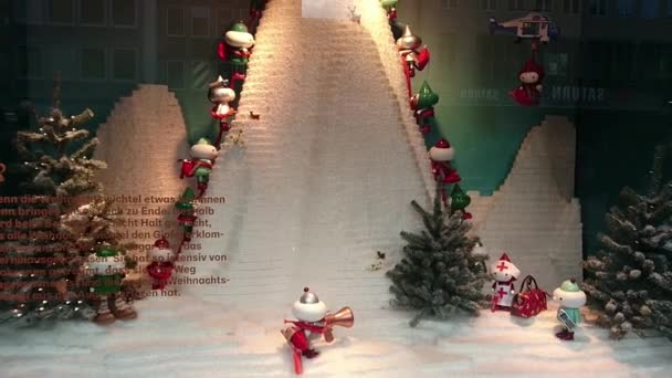 Kreative Einzelhandelsvitrine mit beweglichem Weihnachtsspielzeug