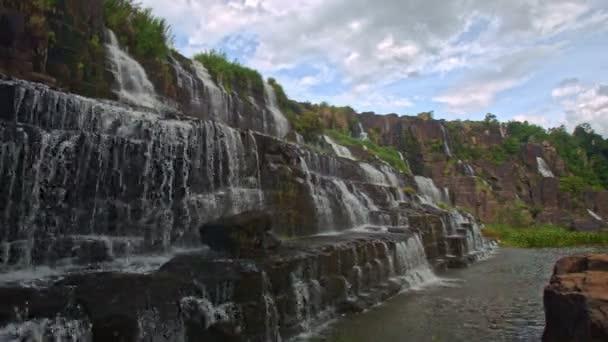 bouřlivé Panagarh vodopád