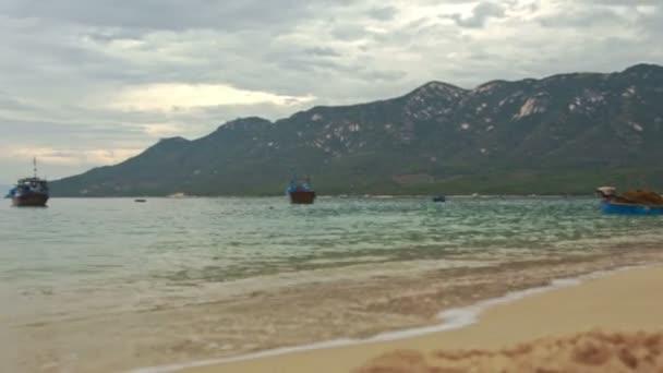 písčité pláže u moře