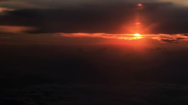 krásná obloha při západu slunce