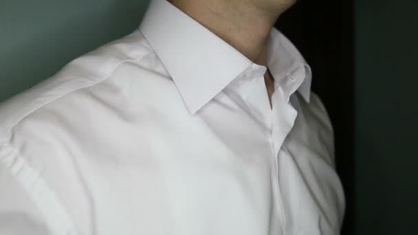 Lo sposo ritiene cravatta