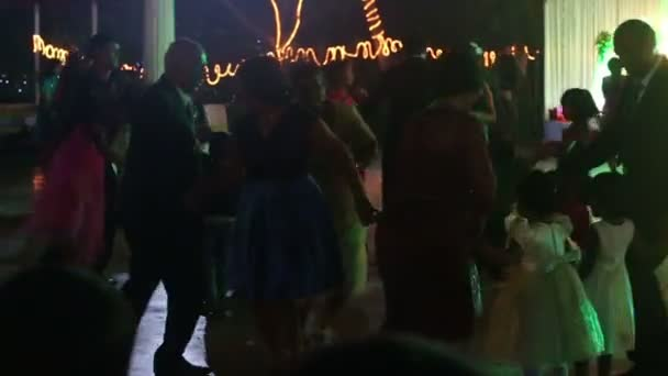 Emberek tánc lakodalom