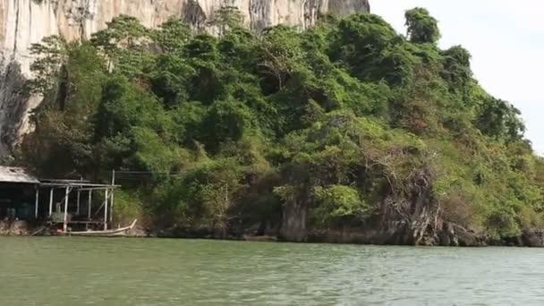 Projíždějící lodi tropický ostrov