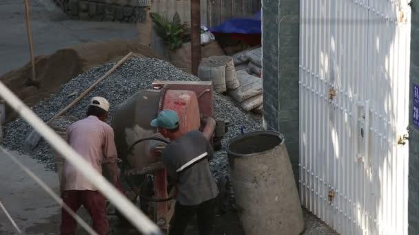 Vietnamesische Bauherren arbeiten am Bau