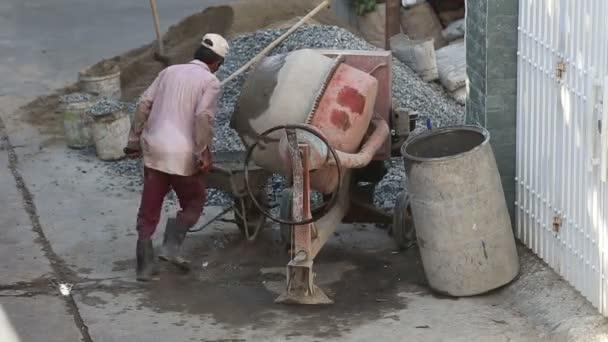 Vietnamesisch-Generator arbeiten am Bau