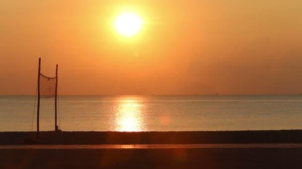 Panorama z východu slunce nad pláží