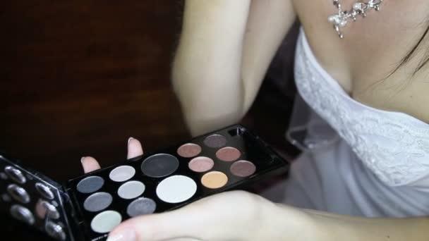 Uvedení stylové make-up nevěsty