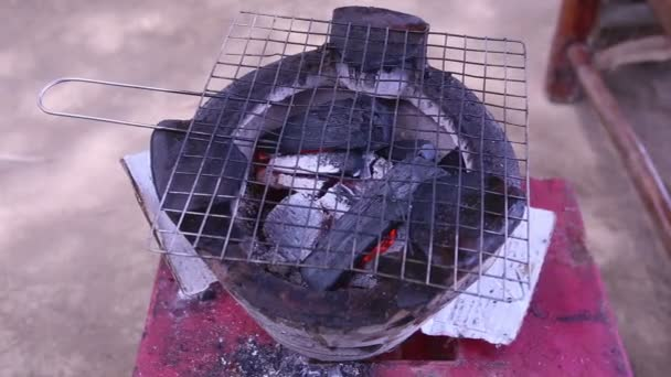 kamna na uhlí gril na vietnam