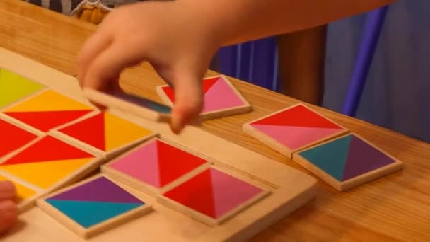 rodič a dítě vytvořit barevný obraz