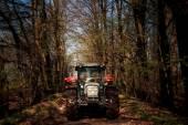 Fotografie rural tractor  in spring