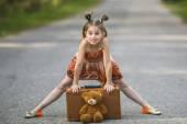 Fotografie malá dívka cestovatel