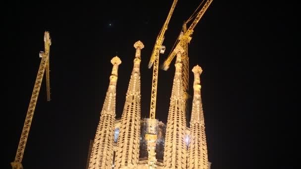 La Sagrada Familia éjjel