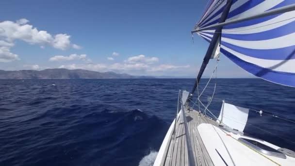Vitorlás hajó. A tenger regatta