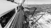 Jachty na moři v závodě