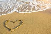 Fényképek Kézzel rajzolt szív strandon