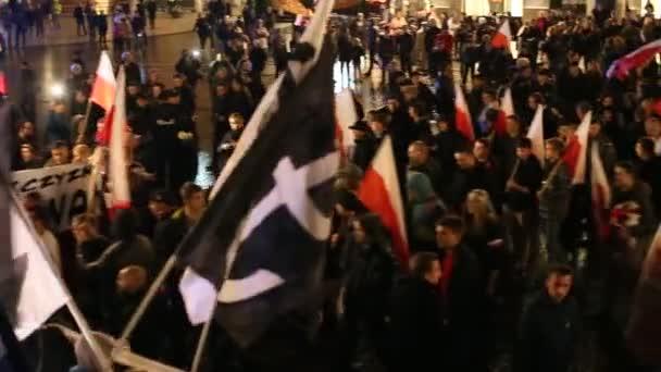 Demonstranten marschieren durch das Zentrum von Krakau