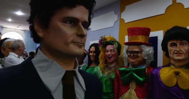 obří panenky si luk Karneval festivalu