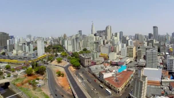 Letecký pohled na město Sao Paulo v krásný den