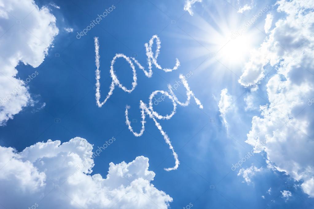 Te Amo Escrito En La Arena Imagen De Archivo Imagen De: Te Amo Escrito En Un Hermoso Cielo