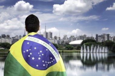 Man holding a brazilian flag in Sao Paulo