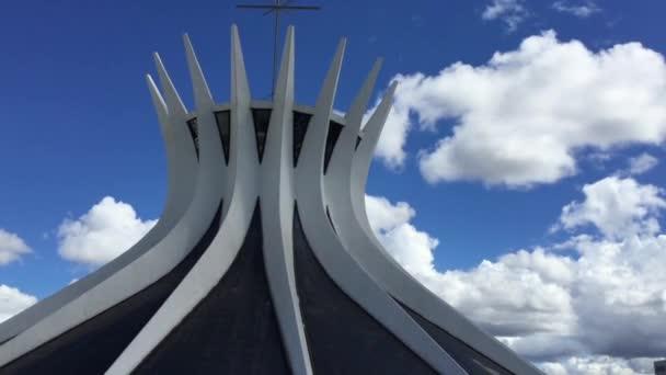 kathedrale von brasilia in brasilia stockvideo filipefrazao 74134327. Black Bedroom Furniture Sets. Home Design Ideas