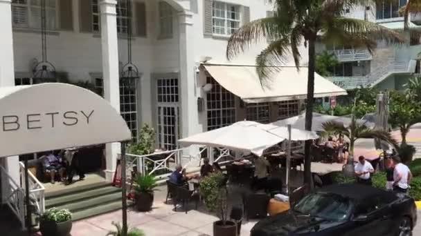 Restaurants On The Ocean Drive Avenue In Miami
