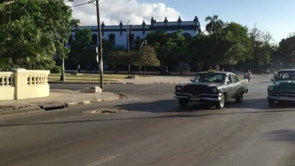 Many old cars on Vedado district