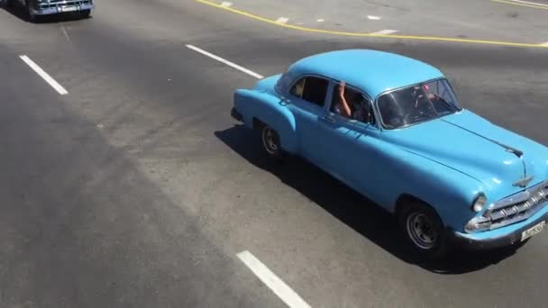 Old cars on Malecon avenue