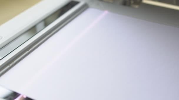 Kopierer scannt Dokumente