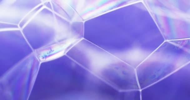 Blaue Seifenblasen im Wasser. Extreme Makro-Aufnahmen. Schüsse aufs Red 4k